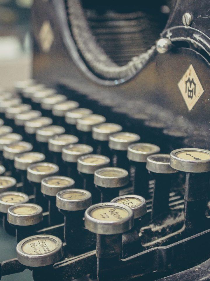 museum-of-knowledge-technology-mechanical-keyboard-english-reading-starter-848-x-1099